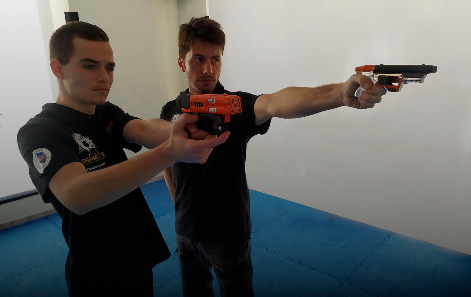 i nostri corsi professionali di autodifesa con pistole al capsicum in italia - io mi difendo sistema